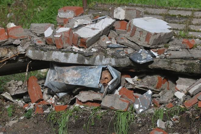 Genova, crolla parte del cimitero: salme e bare nel torrente