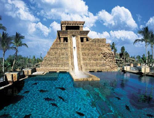 All'Atlantis Watescape potrete rilassarvi sulle spiagge di Nassau, o scoprire le meraviglie del mondo marino, fino all'eccitazione adrenalinica dei giochi acquatici