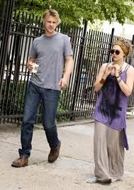 Elizabeth Olsen e Boyd Holbrook.