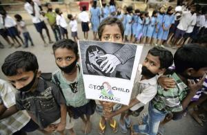 bambini-india-abusi