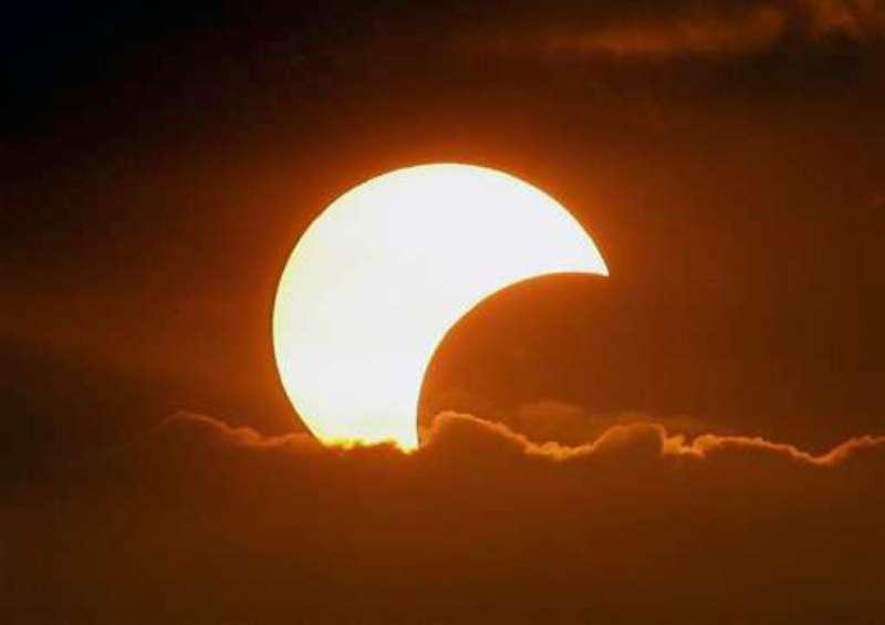 eclissi-parziale-di-sole-800