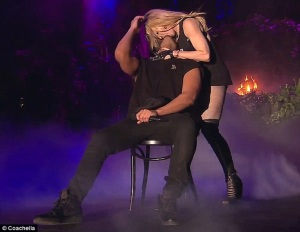 27831DD100000578-3036560-This_happened_Madonna_French_Kissed_Drake_onstage_at_Coachella_o-m-246_1428908924682