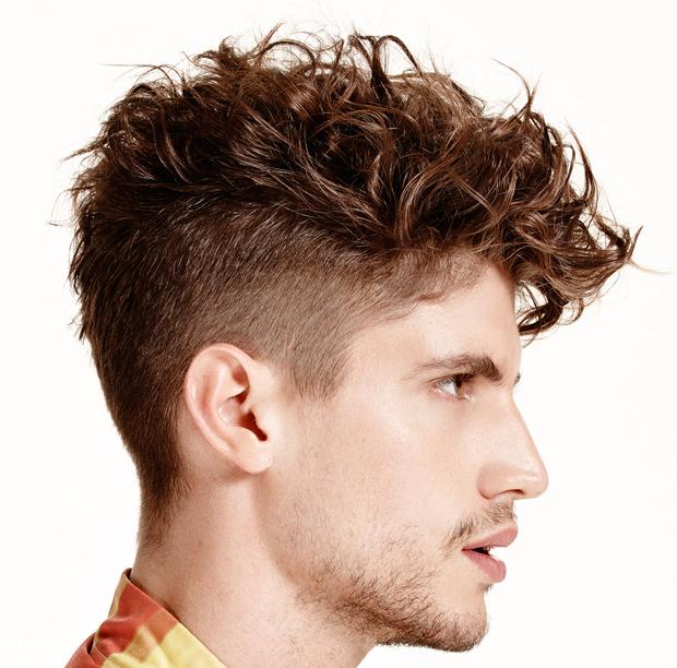 Taglio capelli uomo ricci scalati
