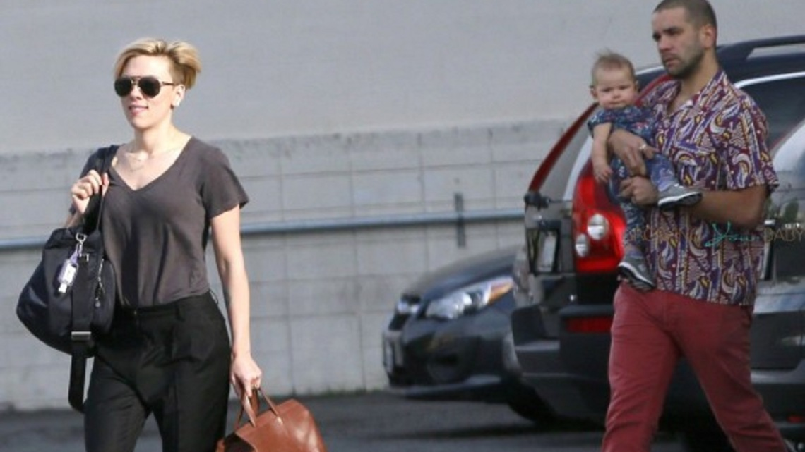 Scarlett-Johansson-spotted-out-with-her-husband-Romain-Dauriac-and-baby-daughter-Rose-Dorothy-575x383