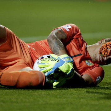 Bolivian goalie Romel Quinonez during the Copa America 2015 Group A soccer match between Mexico and Bolivia, at Estadio Sausalito in Vina del Mar, Chile, 12 June 2015. EFE/Fernando Bizerra Jr.