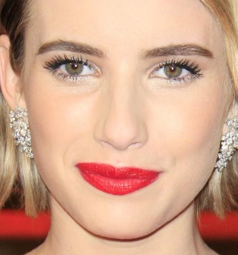 Emma Roberts ha le labbra leggermente asimmetriche