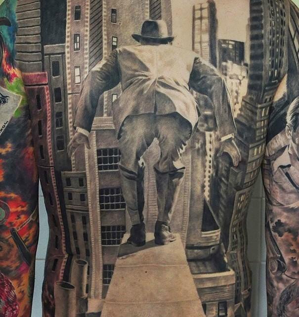 Ebbene sì, anche questo è un tatuaggio. L'artista che l'ha realizzato è Den Yakovlev.